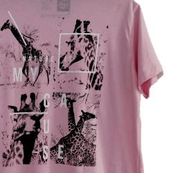 T-shirt Earth Zoo Masculina - Girafa Rosa