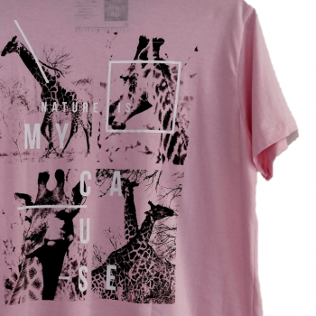 T-shirt Earth Zoo Masculina - Girafa Rosa